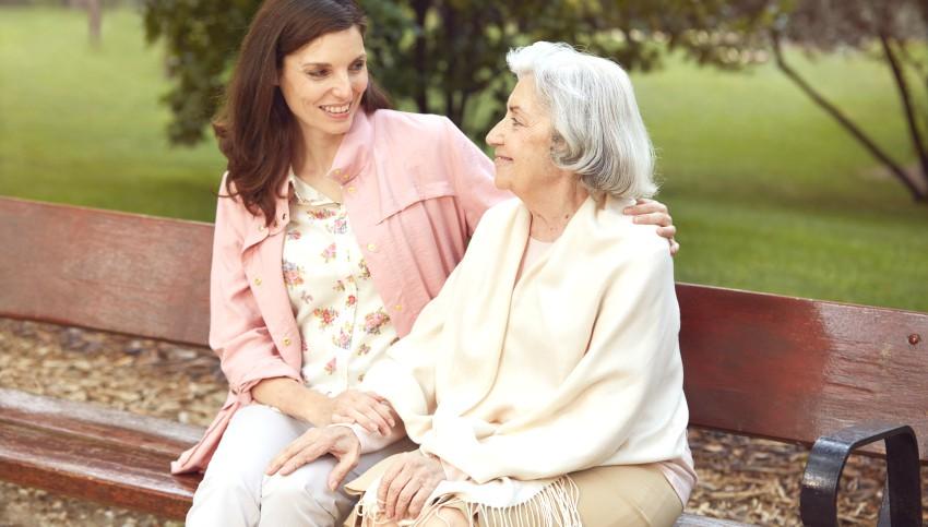 Foto: Îngrijirea celor dragi împreună cu TENA Skin Care! Acum, cu reducere de 20%