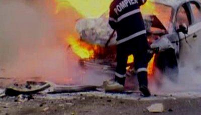 13 mașini au fost cuprinse de flăcări, noaptea trecută, în Capitală