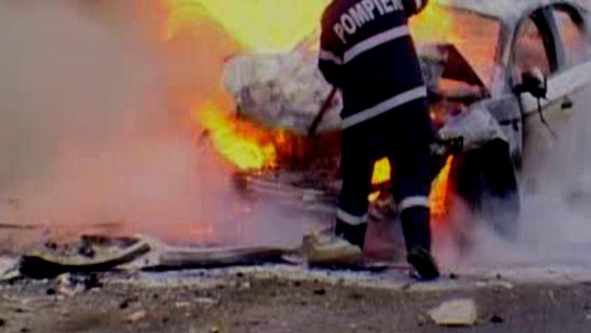 Foto: 13 mașini au fost cuprinse de flăcări, noaptea trecută, în Capitală