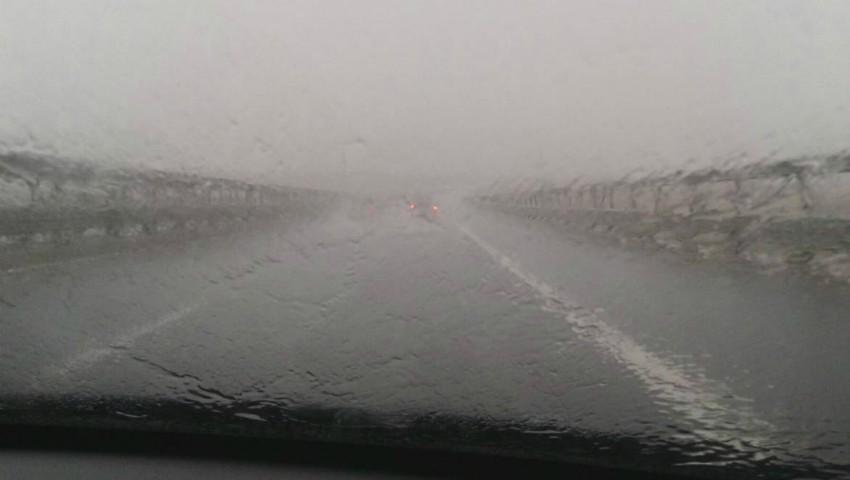 Ploi puternice, grindină și vijelie. S-a rupt cerul în mai multe localități din nordul țării