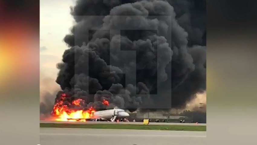 Foto: Un avion cu 78 de oameni a luat foc pe Aeroportul Șeremetievo. Au murit 41 de oameni