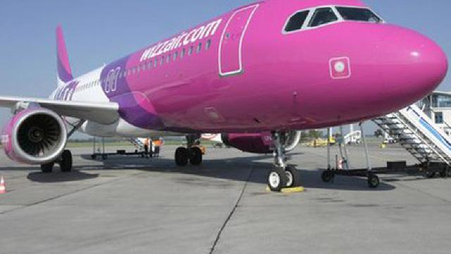 Foto: O pasageră a fost scoasă cu forța din avion de pe ruta Chișinău-Atena