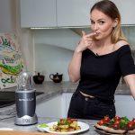 Foto: Ana Cernicova adoră culoarea neagră chiar și în bucătărie!