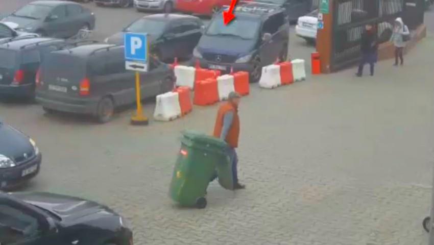 Foto: Un moldovean a furat două tomberoane dintr-un magazin cu materiale de construcții din Capitală. Poliția îl caută