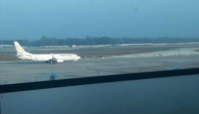 Un avion a aterizat fără roțile din față. Momentul șocant a fost filmat