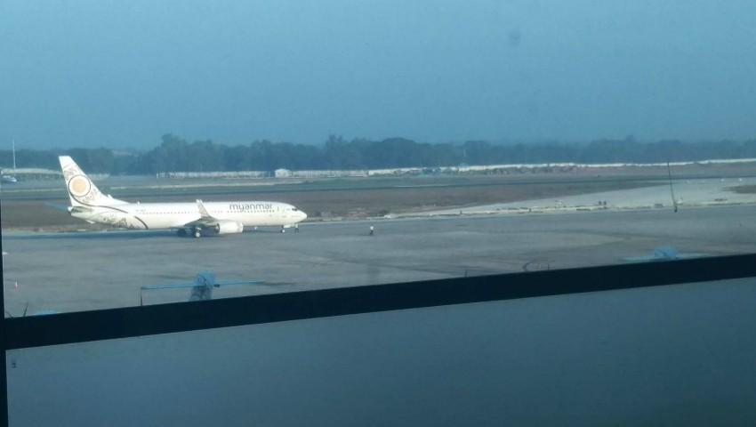 Foto: Un avion a aterizat fără roțile din față. Momentul șocant a fost filmat