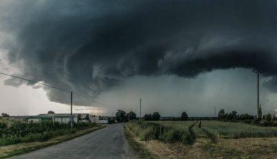 Furtună, ploi torențiale și tunete în nordul țării. Vijelia se îndreaptă către Capitală