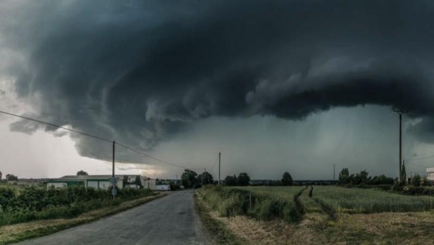 Foto: Furtună, ploi torențiale și tunete în nordul țării. Vijelia se îndreaptă către Capitală
