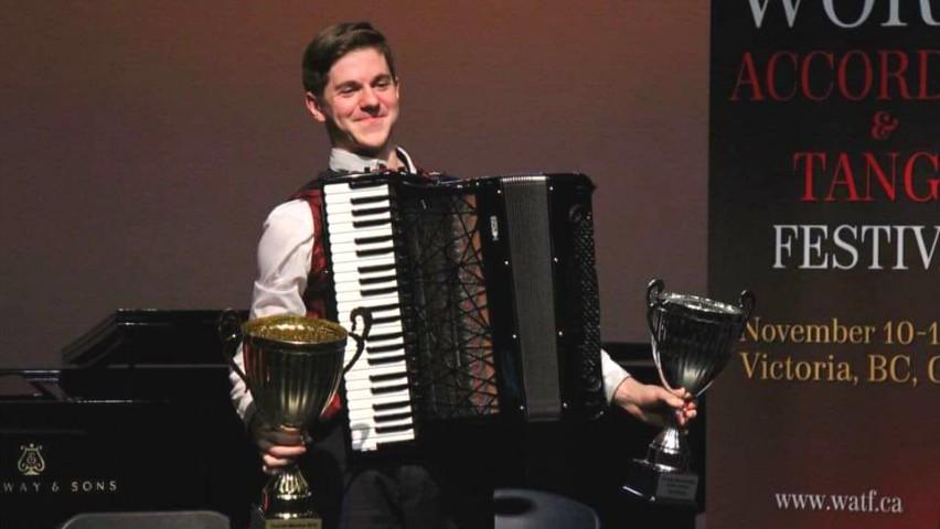 Foto: Moldoveanul Radu Rațoi a devenit cel mai bun acordeonist din lume!