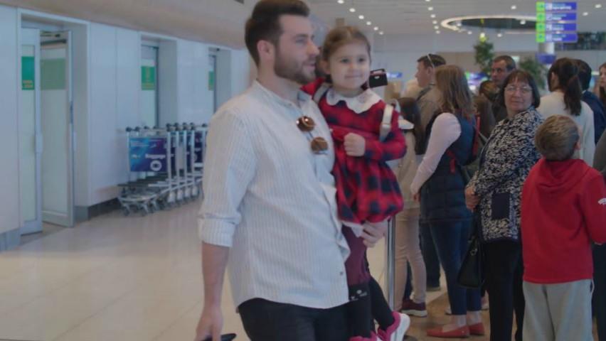 """Foto: ,,Veniți acasă cât cei dragi mai sunt în viață!"""". Filmulețul care îi îndeamnă pe moldovenii plecați în străinătate să revină mai des acasă"""