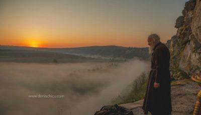 24 de ore din viața călugărului Efimie, care își trăiește viața într-o peșteră de la Butuceni. Imagini ireale!