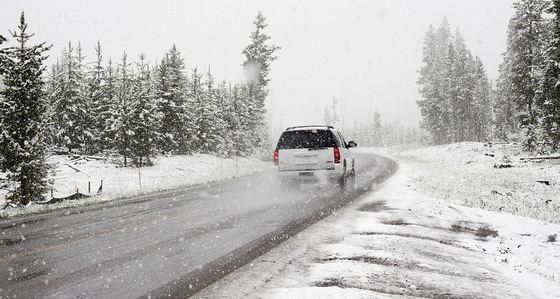 Foto: Zăpadă de 6 metri în România! Drumarii speră să deszăpezească totul până pe 1 iunie