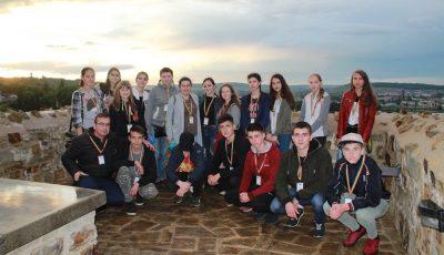 Din bursa de doctorat, profesorul de religie le-a oferit o excursie elevilor premianți din Moldova și România