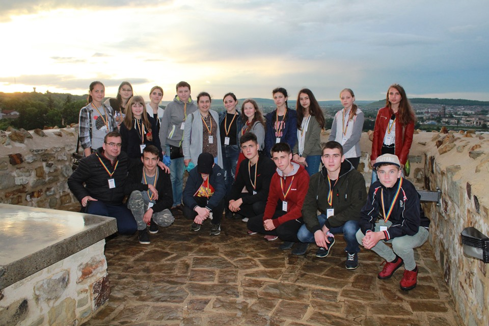 Foto: Din bursa de doctorat, profesorul de religie le-a oferit o excursie elevilor premianți din Moldova și România