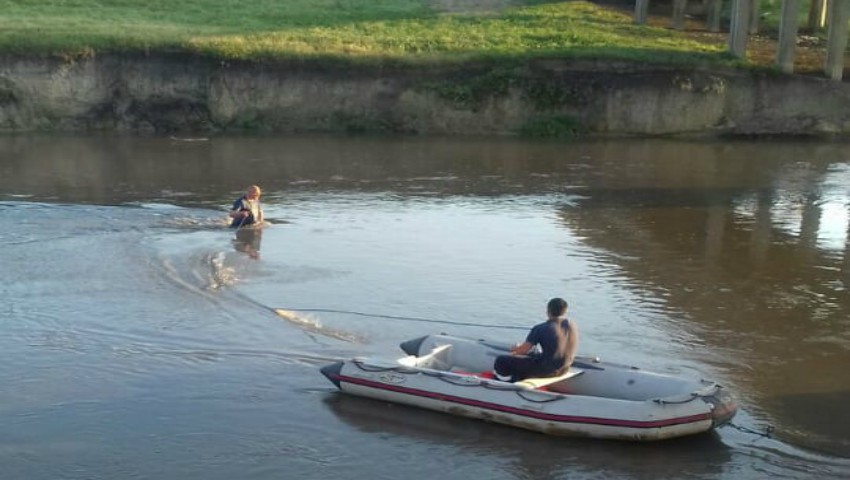 Foto: Fetița de 12 ani, dispărută în râul Răut, a fost găsită la 5 km de locul nenorocirii