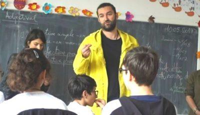 Smiley a făcut un gest emoţionant pentru un elev umilit la școală. Le-a ținut un discurs copiilor