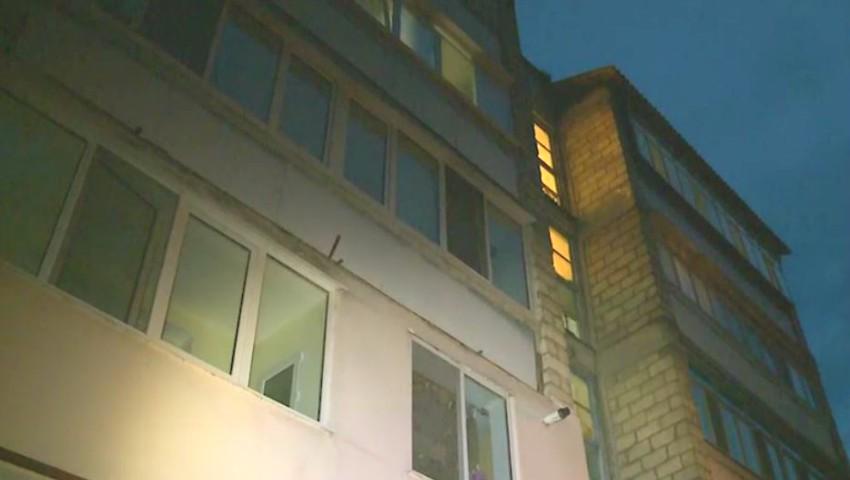 Foto: Incendiu într-un apartament din Capitală. Un locătar ar fi adormit cu mâncarea pe aragaz