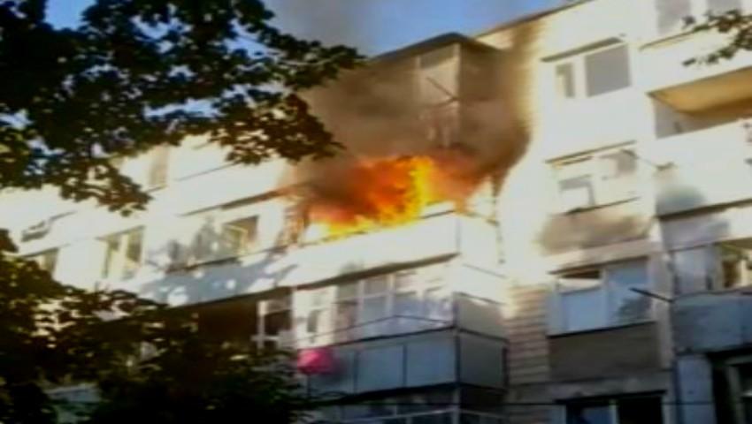 Incendiu puternic într-un bloc din Capitală