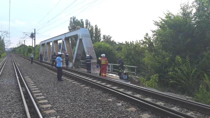 Un adolescent moldovean a suferit arsuri grave, în timp ce încerca să își facă un selfie în zona căilor ferate din Herăstrău