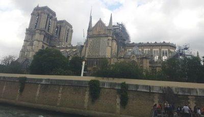 O interpretă de la noi a vizitat Catedrala Notre-Dame. Imagini de la fața locului