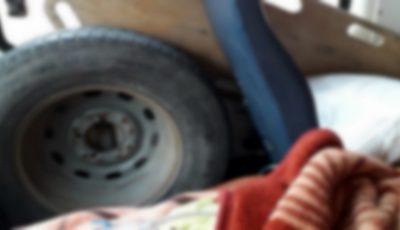 Internauții moldoveni, șocați de condițiile în care o femeie a fost transportată cu ambulanța la spital