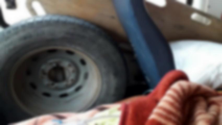 Foto: Internauții moldoveni, șocați de condițiile în care o femeie a fost transportată cu ambulanța la spital