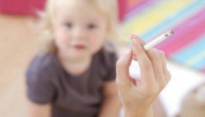 """Constatare alarmantă: copiii ,,fumează"""" 150 de țigări pe an, într-o casă cu fumători"""