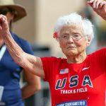 Foto: O bunicuță de 103 ani a câștigat primul loc la un maraton de alergat! Video
