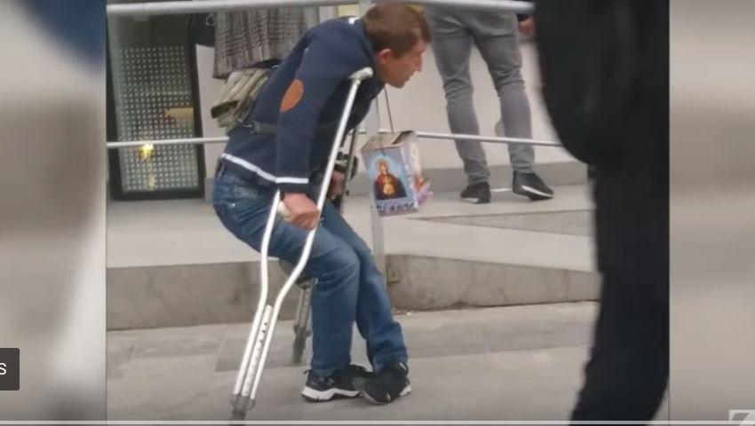 Foto: Un moldovean sănătos care se prefăcea în Moldova că este bolnav, s-a mutat la București