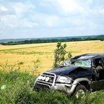 Foto: O tânără familie de moldoveni care se întorcea din străinătate, s-a răsturnat cu mașina la Albița