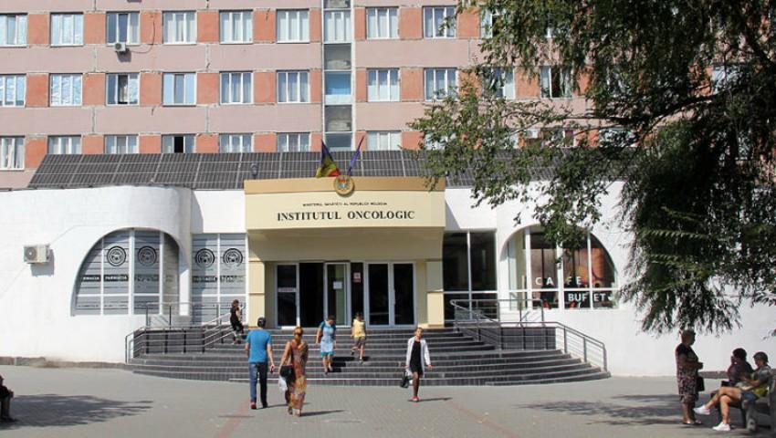 Foto: De trei luni, singurul aparat modern de radioterapie din Moldova este defectat. Institutul Oncologic explică motivul!