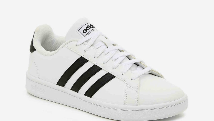 """Foto: Compania Adidas a pierdut marca pentru cele ,,trei dungi paralele"""""""