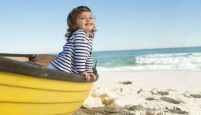 8 pași esențiali pentru a-ți proteja copilul de radiațiile UV!