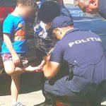 Foto: Un copil rănit la picior a fost ajutat de polițiștii de patrulare să ajungă la destinație