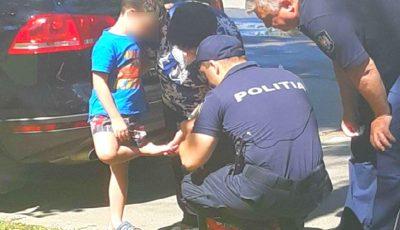 Un copil rănit la picior a fost ajutat de polițiștii de patrulare să ajungă la destinație