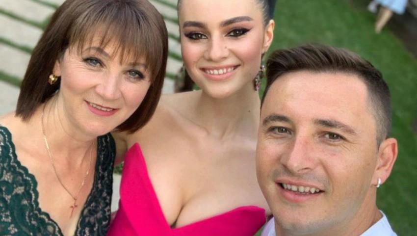 Foto: Emilian Crețu și-a însoțit mama, la Balul de absolvire al surorii sale. Ce ținută a purtat Nina?