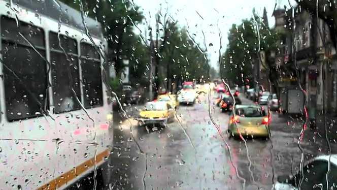 Foto: Astăzi, vor cădea ploi de scurtă durată cu descărcări electrice