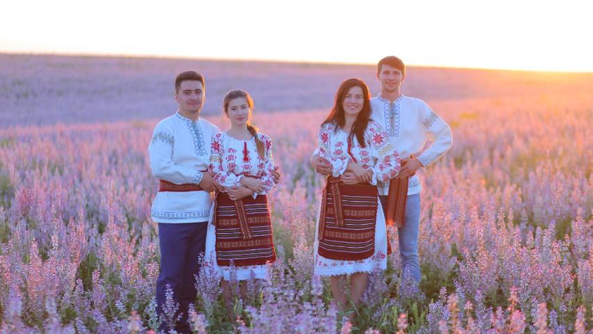 Foto: Locuitorii din Vadul-Rașcov și-au recreat straiele naționale. Un tribut impresionant pentru datinile strămoșești
