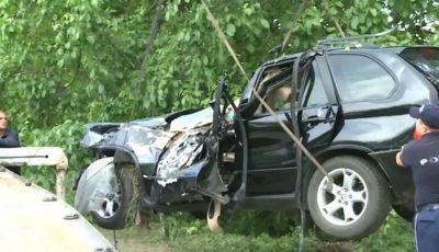 O șoferiță de 29 ani a derapat de pe traseu. În mașină se aflau și copilașii săi, de 1 an și 3 ani