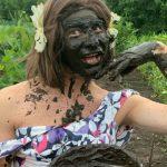 """Foto: Video! Emilian Crețu și-a preparat ,,o mască naturală"""", chiar în grădină la Negureni"""