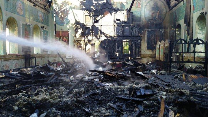 Foto: Incendiu la Biserica din localitatea Grinăuți-Moldova, raionul Ocnița