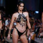 Foto: Costumele de baie, înlocuite cu bandă adezivă la Săptămâna Costumelor de Baie de la Miami