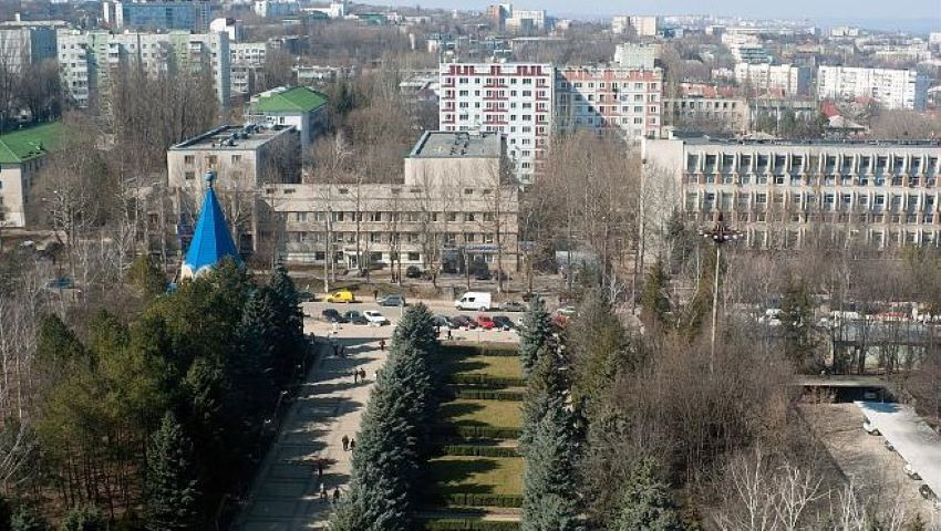 Foto: Trafic suspendat timp de o lună într-un cartier din Chișinău. Autobuzele și microbuzele își modifică traseele de circulație