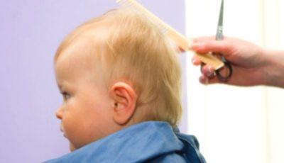 Dacă tunzi bebelușul scurt, va avea părul mai des și mai gros când va crește. Mit sau adevăr?