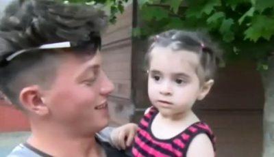 Fetița căzută pe fereastră de la etajul doi, prinsă în brațe de un adolescent care trecea pe stradă