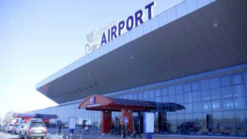 Foto: Bărbatul din Tadjikistan, care a evadat prin geamul spart al Aeroportului Chișinău, a fost găsit