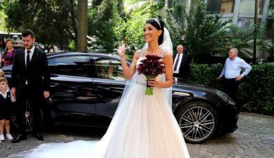 Adelina Pestrițu s-a căsătorit. Vezi cum și-a îmbrăcat fiica de 1 anișor în ziua nunții!