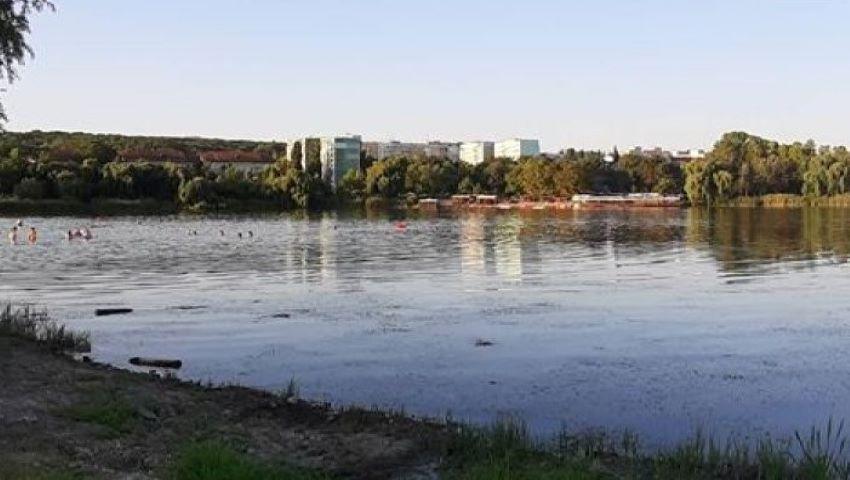 """Foto: Un bărbat de 33 de ani s-a înecat în lacul din parcul ,,La Izvor"""""""