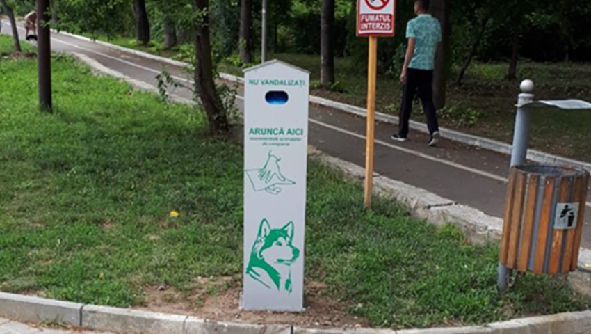 Foto: În parcurile din capitală au fost instalate containere speciale pentru animalele de companie