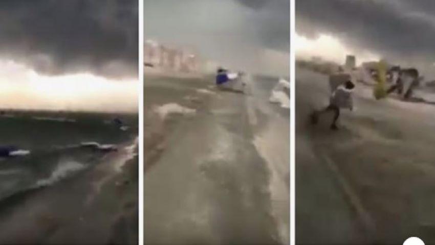 Foto: Video! Furtună violentă pe litoralul românesc. Vântul a luat pe sus umbrelele și a distrus șezlongurile